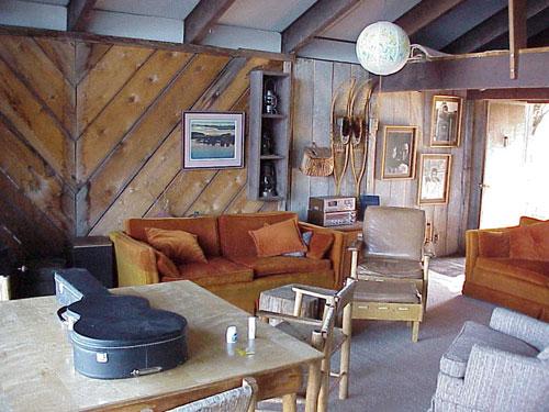 Cabin_Inside_Front_Door